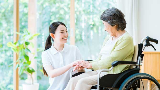 医師・看護師を始め施設従業員様の負担を薬の専門家である薬剤師が、引き受けます。